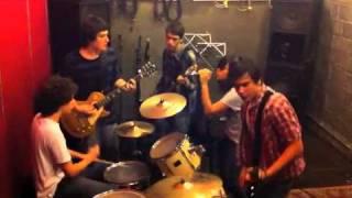 Música: Os Outros Artista: Mebius Direção: Adriana Figueiredo MySpa...