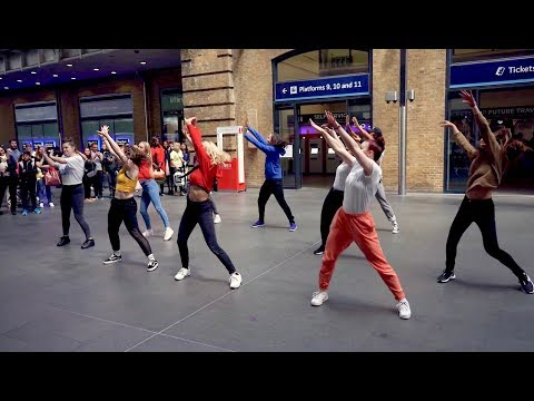 Surprise 'Friends With Benefits' Proposal Flash Mob in Kings Cross!