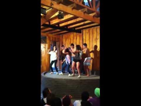 Curicanos Bailando Piola - Presentacion en Vivo Bariloche