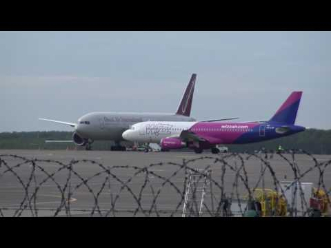 Boeing 777 landing in Vilnius (Updated: not the first time)