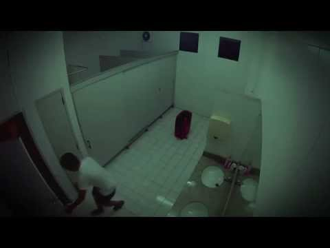 Iseng di Toilet Umum
