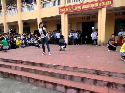 Văn nghệ chào mừng 26/3/2011 - THPT Uông Bí - Part 15