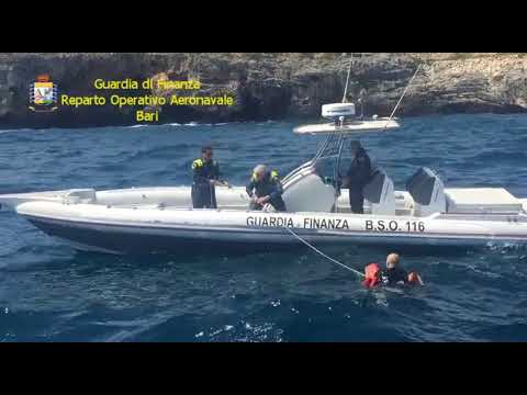 Report TV - Tentoi të transportonte 1 ton kanabis në Itali, arrestohet trafikanti shqiptar