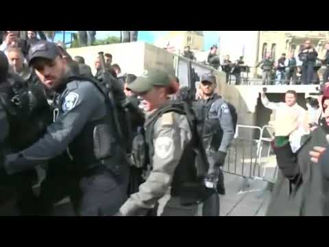 Palestinians clash with Israeli soldiers over Trump's Jerusalem move