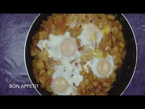 pommes-de-terre-à-la-tomate-et-ses-oeufs