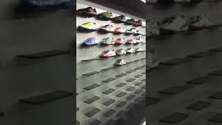 Rak dinding toko sepatu sport 3612637fd1