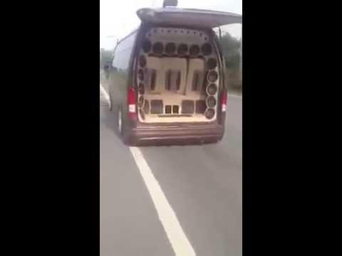 คลิปเด็ดรถตู้แต่งเครื่องเสียงนำขบวนแห่ขันหมาก