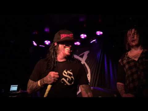 MUST SEE  Craig Mabbitt covers Blessthefall