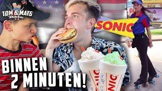 ZE BRENGEN JE ETEN OP ROLSCHAATSEN! 💨🍔 (Sonic Drive-In) | Tom & Mats in Amerika #12