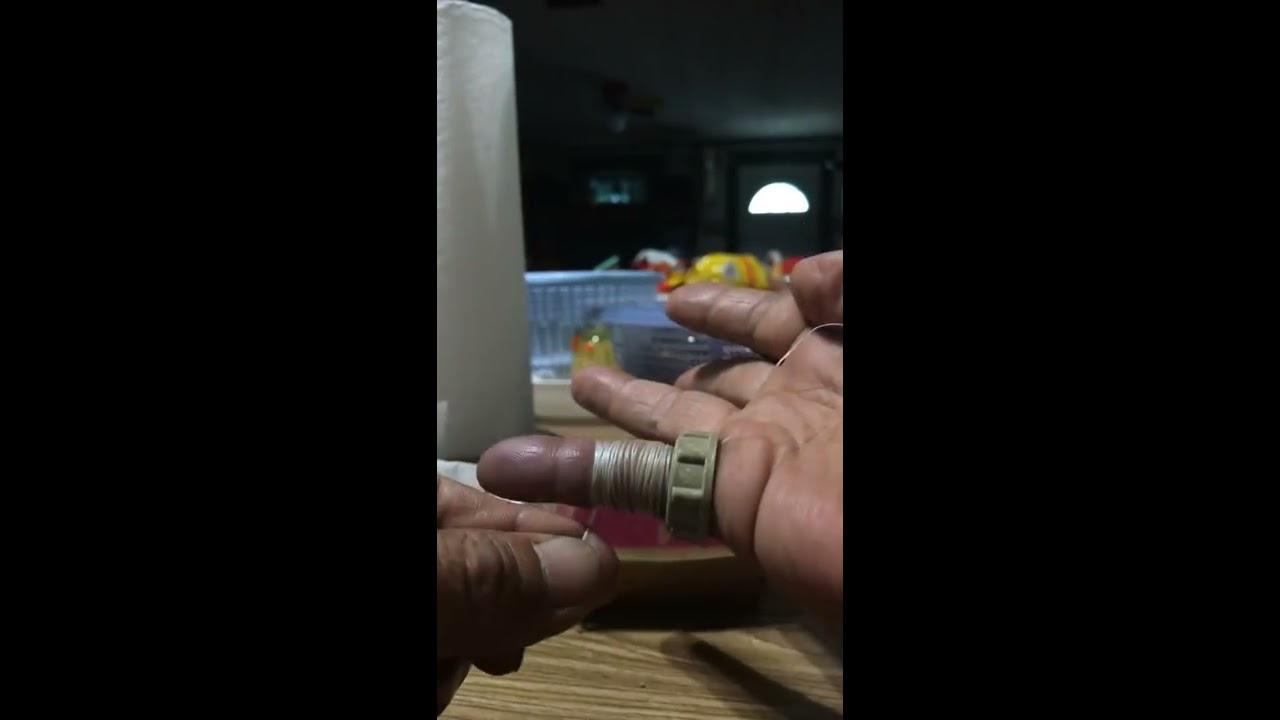 Mẹo lấy nhẫn bị kẹt ra khỏi ngón tay