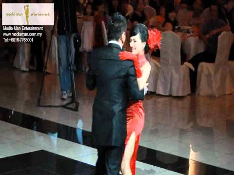 Romantic Wedding First Dance In Cheongsam