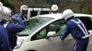 Repeat youtube video 緊急走行!!逮捕の瞬間!!警視庁 白バイ 車ガラス破壊の大捕物!!東京 市ヶ谷 2013.11.7 POLICE motor cycle Arrest break the window!!!!