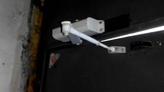 видео Доводчики для дверей: установка и регулировка, устройство и ремонт
