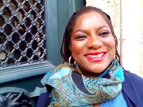 """Chanteuse de la Guinée-Bissau Zalyka et son nouvel album """"Adoro Viajar"""""""