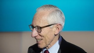 Fed's Fischer Says U.S. Is Moving Toward 2% Inflation