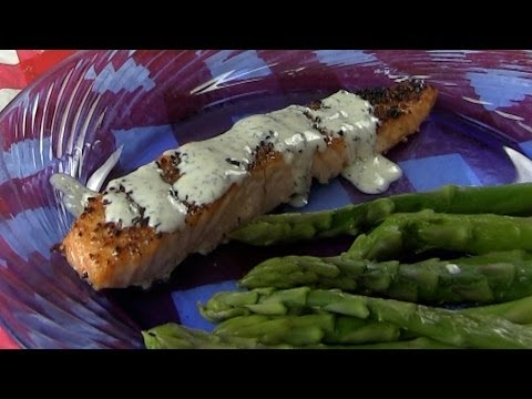 Broiled Salmon With Creamy Dill Sauce