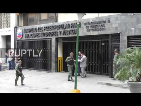 Venezuela: Interior Ministry on lockdown after helicopter attack