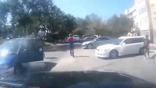 Наподение на водителя джипа, причина неизвестна : Road Rage Rusia