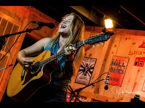 """Crystal Bowersox """"Dead Weight"""" 6.14.17 At Daryl's House Club"""