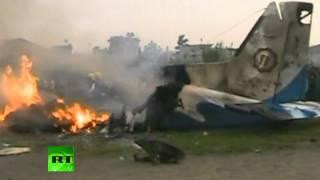 Авиакатастрофа в Непале унесла жизни 19 человек (ВИДЕО)(По меньшей мере, 19 человек погибли в авиакатастрофе в Непале. Сообщается, что среди погибших 7 граждан Велик..., 2012-09-28T08:05:02.000Z)
