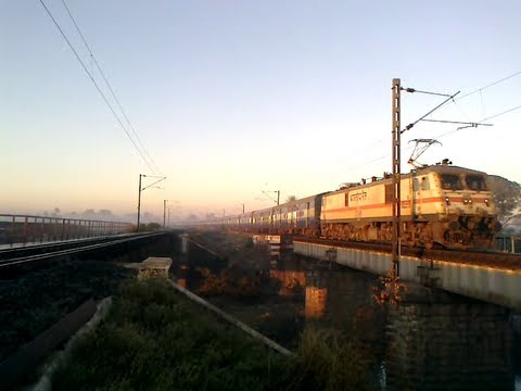 AJNI WAP-7 Chattisgarh Express roaring over the Patra Bridge Bhopal.