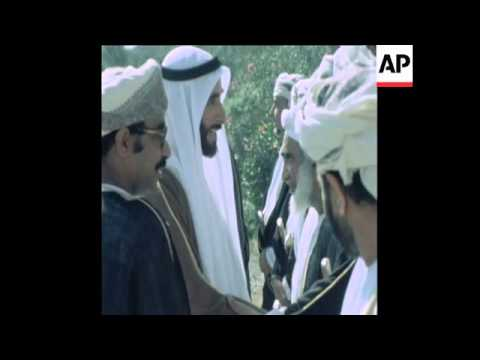 SYND 30 12 77 PRESIDENT ZAYED OF UAE MEETS SULTAN OF OMAN, QABOOS
