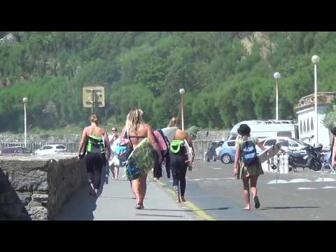 Free Surf avec Stephanie Gilmore à la Côte des Basques avant le Roxy Pro Biarritz