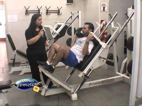 Sentadilla en maquina ejercicio para piernas y gluteos for Aparatos de gym