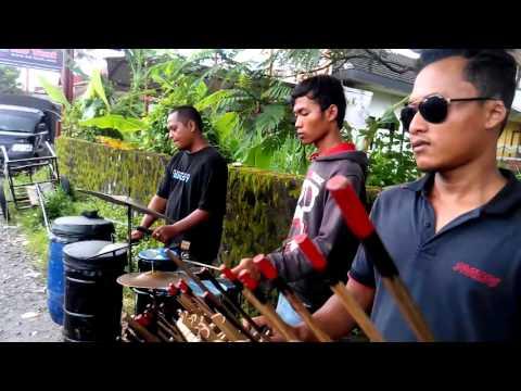 Cover Lagu Musik Tradisional Angklung Jalanan STAFABAND