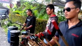 Musik Tradisional Angklung Jalanan - Stafaband
