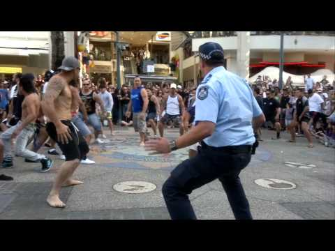 Cop joins New Zealand Haka flash mob