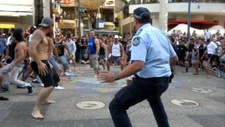 Flash Mob Haka Surfers Paradise 11.09.11.MP4