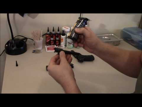 Anthony Spinelli: how to lubricate a semiautomatic pistol with Slip 2000 EWL 30