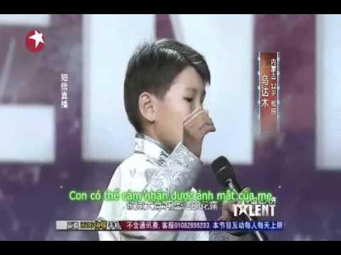 Bài hát của chú bé 12 tuổi lay động lòng người