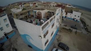 Desde una terraza grabamos con el dron las calles de Anza, un peque...