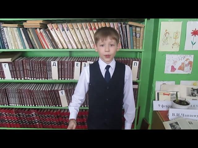 Изображение предпросмотра прочтения – АнтонЛексашов читает отрывок изпроизведения «Советский паспорт» В.В.Маяковского
