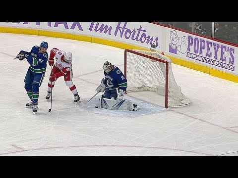 11/06/17 Condensed Game: Red Wings @ Canucks