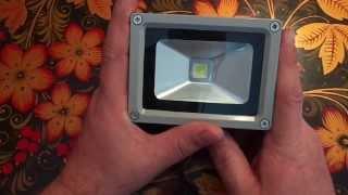 Прожектор на светодиоде. 10W. Обзор.(Купил маленький, светодиодный прожектор, который переделаю с помощью ручки и сетки на стекло, в светильник-..., 2014-02-15T08:37:12.000Z)