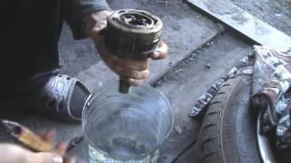 видео Замена пыльника наружного ШРУСа ВАЗ 2109 своими руками