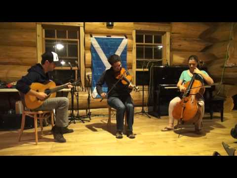 Laura Risk plays 3 tunes from Douglastown (Quebec)...
