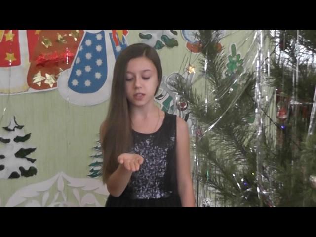 Изображение предпросмотра прочтения – ДарьяХодырева читает произведение «Подставь ладонь под снегопад» Д.Самойлова
