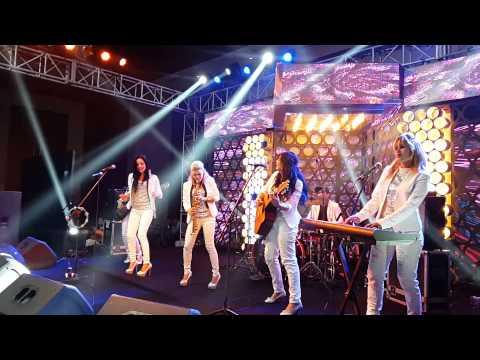 Latina Americana Performing live - Mera Juta hai Japani