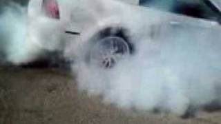 mustang  quemando llanta!!