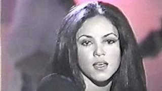 "Shakira ""Pies Descalzos, Sueños Blancos"" Performance"