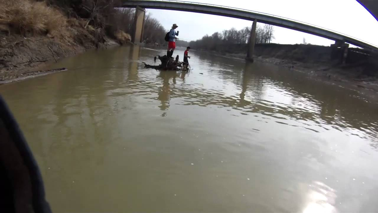 Trinity river central texas fishing white bass youtube for Trinity river fishing