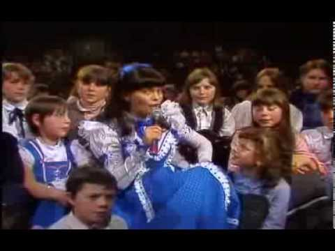 Mireille Mathieu & Children - Tu Chanteras Demain 1982