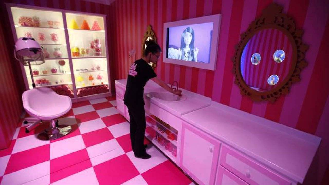 Life size barbie dreamhouse berlin in pictures