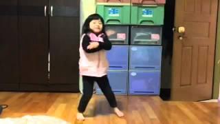 2016.02.27. Sat. 庭 3y2m 庭和小阿姨閒聊 庭開心的跳舞
