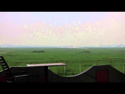 18-06-2014 (1) Rain / 777 Technicolor Eva Air / King Air 350