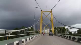 Melihat mendung dari atas Jembatan Barito